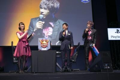司会の椿彩菜さんとゲストの関根勤さん、歌広場淳さんが大会に彩りを添えた