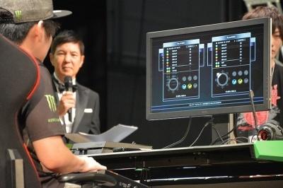 対戦に使うコントローラーは各選手が持ち込んだ物。対戦前に方向キーやボタンが正しく動作するか、設定画面で入念にチェックする