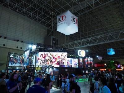 コーエーテクモゲームスブース。『無双OROCHI3』や『DEAD OR ALIVE6』など、人気タイトルの新作に注目が集まっていました