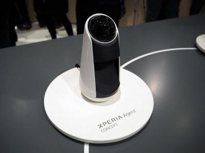 「Mobile World Congress 2016」でコンセプトモデルとして披露された「Xperia Agent」。当時はディスプレーではなく、Xperia Touch同様プロジェクターを搭載していた