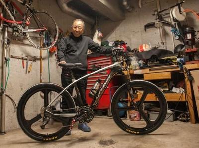 富田氏が中国・深センから購入したばかりだという電動アシストのバイク