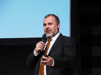 Brain CorporationのCo-Founder兼CEO・Dr. Eugene M. Izhikevich氏。同社が手がける「ICE RS26」は、まずは人が運転したコースを記憶させることで無人での自動巡回が可能になる