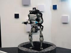 展示会場に置かれていたBoston Dynamics社の二足歩行ロボット「Atlas」。残念ながら動いているところを観ることは叶わず