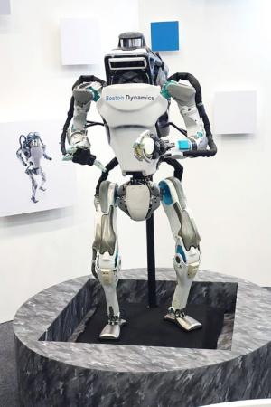 「SoftBank Robot World 2017」で展示された「Atlas」