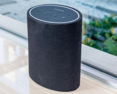 アマゾンの音声アシスタント搭載のP3は、スマートスピーカーらしさを感じさせる楕円の円筒形だ