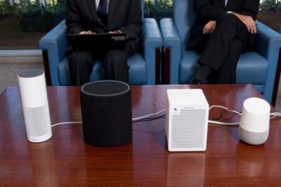 左からAmazon Echo Plus、オンキヨーのP3、G3、Google Home。オンキヨーの製品は音質を追求してやや大型になっている