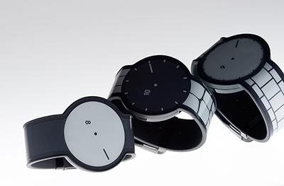 電子ペーパーを使った、いままでにないソニーの腕時計「FES Watch」。価格は2万9700円(税込み)