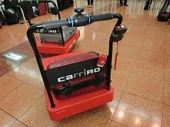 ZMPの「CarriRo」。人が歩いて行くとその後ろを自動でついてくるカルガモモードを搭載した台車型物流支援ロボット