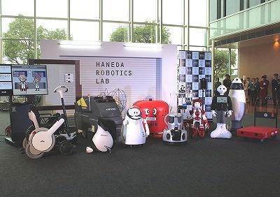 2016年12月14日、実験エリアに、今回の実証実験で導入される17種類のロボットのうち、匠の「TUG」とALSOK綜合警備保障の「Reborg-X」を除く17種類が集合した