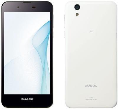 SAKUケーブルスマホが販売する「VAIO Phone A」(左)と「AQUOS SH-M04」(右)