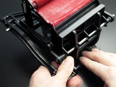 台をしっかり押さえてレバーを押し下げれば、印刷完了