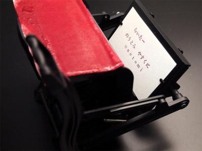 レバーを戻すと、印刷できている。次の紙をセットして、レバーを押し下げれば、次の1枚も印刷できる