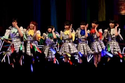 でんぱ組.inc。ディアステージがマネージメントする7人組アイドル。海外公演数も多く、2017年には日本武道館や大阪城ホールで公演した日本を代表するトップアイドルグループ(NewYear Premium Party 2018にて撮影)