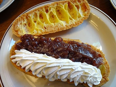 「ニコラハウス」で提供している「シューサレドイッチ」。写真はあんこにローズマリーの香りを添えた「ローズマリーあんこ」(820円)