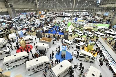 右肩上がりのキャンピングカー市場、日本独自仕様も(画像)