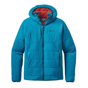 「ナノエア・フーディ」(3万8000円)。2014年の秋冬に発表された、フルレンジ初搭載モデル。フード付きのほかジャケットとベストタイプも展開