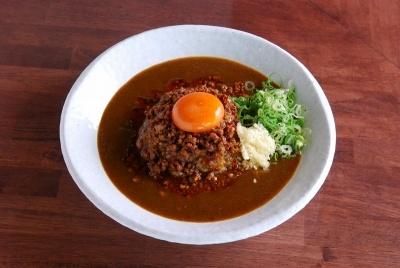 麺屋はなびは姉妹店として「元祖台湾カレー」も展開。愛知県内に3店舗を出店している。看板メニューの「元祖台湾カレー」は790円