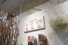 生花の価格は店内均一(一部例外あり)。1束399円、2束750円、3束1000円