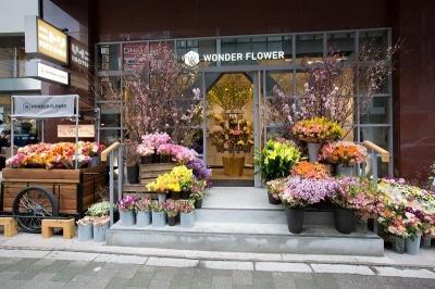 アトレ目黒1・B館の正面入り口横にオープンした「WONDER FLOWER」1号店