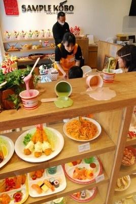岐阜県郡上市にある観光施設「さんぷる工房」も出店。本店と同じように、食品サンプル作りが体験できる