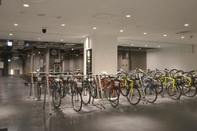 レンタサイクルはクロスバイク、ミニベロ、電動アシスト自転車の3種があり、料金はいずれも24時間で2500円。なおB1には一般の地元住民向けの学習塾やエステ、洋服リフォーム店も同時にオープンしている