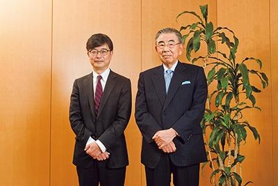 2015年3月、東京都千代田区のセブン&アイ・ホールディングス本社応接室にてインタビュー。左は聞き手の鹿毛康司氏