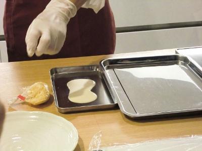 バッター液(小麦粉を卵と水に溶いたもの)も液状でミールキットに同梱されている