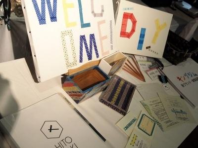 会場ではHITOTOKI製品を使ってスタッフが手作りしたボードやカードなどが並んでいた
