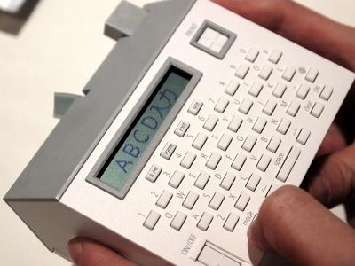 縦書き横書き、フォントなどを設定して文字を入力。プリントボタンを押せばオッケーの簡単操作だ