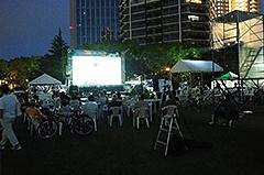 来場者にとって、屋外での映画鑑賞はなかなかできない体験になったはず