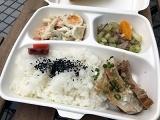 「ごはん+3deli」(645円)は店内の好きなデリ3種類が選べるお弁当