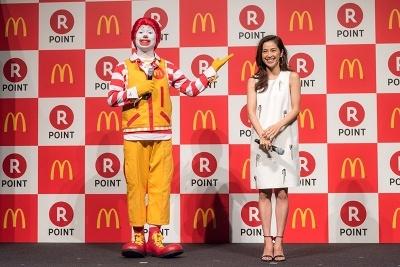 女優の中村アンとマクドナルドのキャラクター「ドナルド」のトークショーも行われた