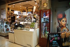 若者や外国人に人気の電子タバコ専門店