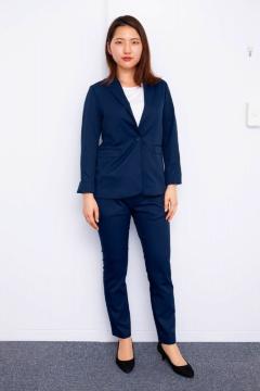 こちらは2018年5月上旬に発売した女性用ワークウェアスーツの1タイプ(上下で3万5000円、税別)。男性用の第1弾を発売後、女性用 も欲しいとの要望が多く寄せられて商品化。細身だが動きやすいスーツとして営業職の女性に好調な売れ行きという
