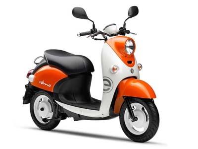 ヤマハの電動バイク「E-Vino」。価格は21万9000円。1回の充電で約29km走行できる