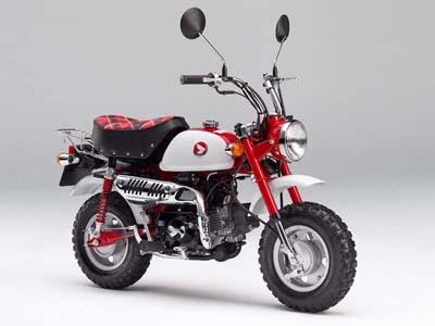 初代モデル「モンキーZ50M」のイメージを踏襲したホンダの「モンキー・50周年アニバーサリー」。モンキーの生産終了が発表されたためか、発売から3カ月ほどで売り切れてしまった