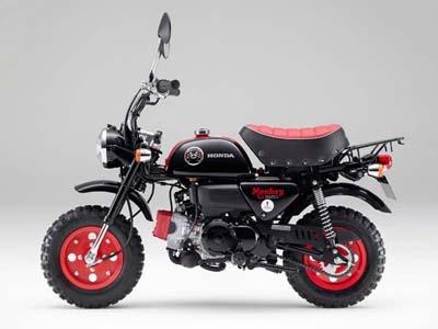 黒と赤が印象的な「モンキー・くまモン バージョン」。現在、ホンダの日本での二輪生産は、すべて熊本製作所で行なわれている。残念ながら、このモデルも売り切れ