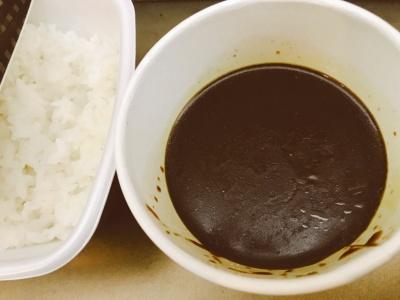 吉野家の「黒カレー」(並盛、350円)