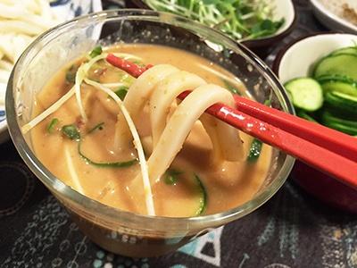 丸美屋の「埼玉の味 冷汁うどんの素」はだしが利いていて、味噌の香りが際立っていた
