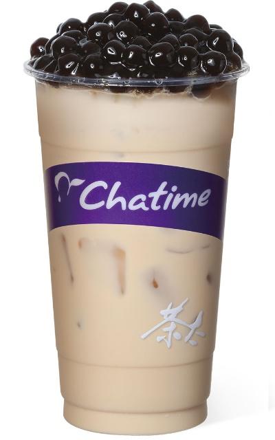 Chatimeで一番人気の「チャタイムミルクティー」(Rサイズ、税込み440円)に(パール)タピオカシングル(税込み50円)を組み合わせたもの。タピオカは大きくて軟らかめ。レギュラーサイズが500ml前後、ラージサイズが700ml前後と量が多い