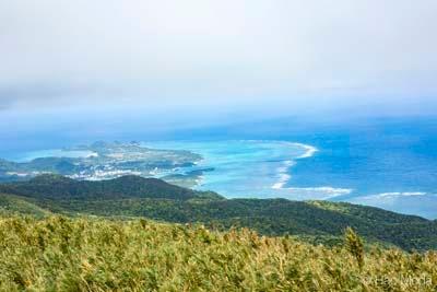 石垣島にある於茂登(おもと)岳山頂からの眺望。標高は525mで沖縄県最高峰である