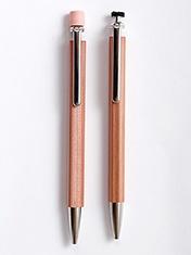 消しゴム付きやタッチペン付きのタイプも発売