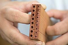 同じ木材で鉛筆は9本、大人の鉛筆は8本作れる