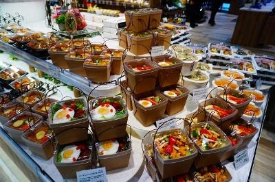 商品構成の半分がデリ。特に弁当は種類が非常に豊富だと感じた