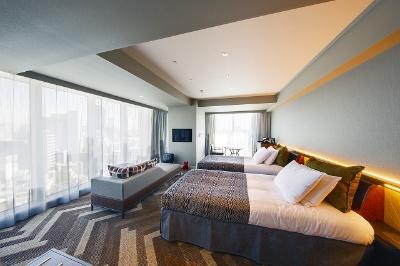 3人まで泊まれる「デラックスコーナーツイン」(46.5平方メートル)は1室2人で9万288円