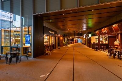 個性的な店舗15軒が集まる2階フロア。通路が広いので店舗が密集している感覚がなく、それぞれが路面店のような印象