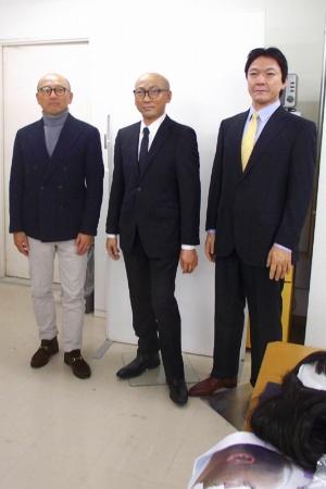 写真右からマネキンの山田相談役と稲葉専務。左端は実物の稲葉専務(画像提供:七彩)