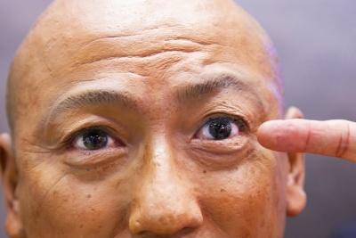 「瞳」の再現度は、リアルマネキンの印象を大きく左右する。瞳が濡れたような光沢を帯びると、呼吸し始めるようだ