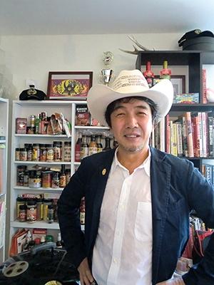 日本バーベキュー協会の下城民夫会長。20年ほど前にオーストラリアで出会った「イージーなバーベキュー」に衝撃を受け、世界各地のバーベキューの現地調査を始める。2006年に日本バーベキュー協会を設立