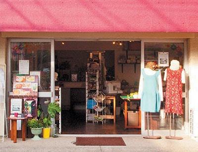 東京・世田谷の「ミシンカフェ&ラウンジ・ニコ」。定員6人でソーイング教室も開く